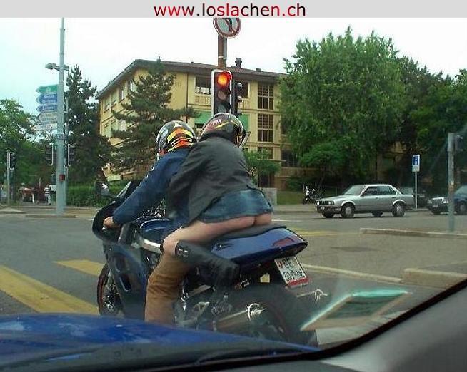 Frau Nackt Auf Motorrad