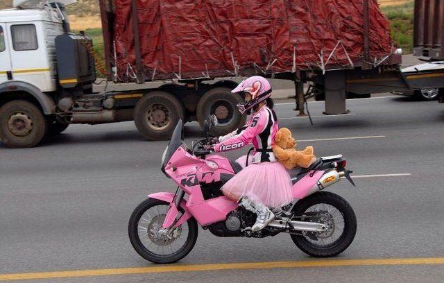 Motorradunfall, Pink Panther und Nitro B-King