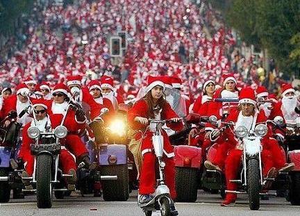 Weihnachtsbilder Motorrad.Weihnachtsmaenner Auf Dem Motorrad Loslachen Ch