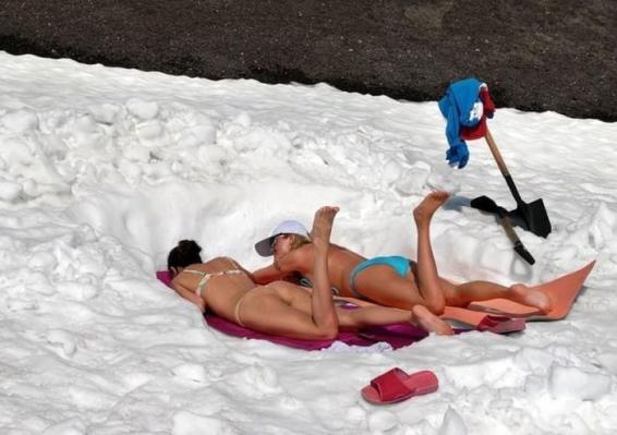 Sonnenbaden im Schnee