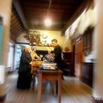 Wachsfiguren in der Küche