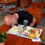 Antonio immer am essen